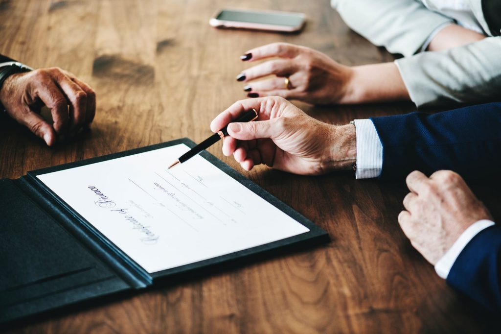 divorce lawyer in Sydney assisting a couple on their legal separation